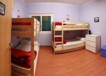 Amaya, 26 (1 izquierda) Pamplona, Hostel Hemingway