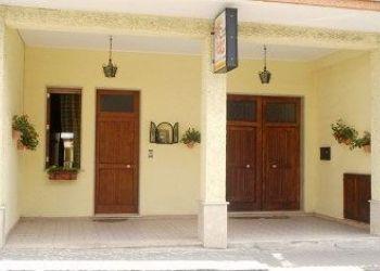 Via G La Farina 15, 95013 Fiumefreddo Sicilia, Bed and Breakfast I Colori del Sole**
